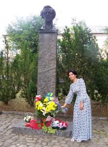 біля памятника Юліушу Словацькому